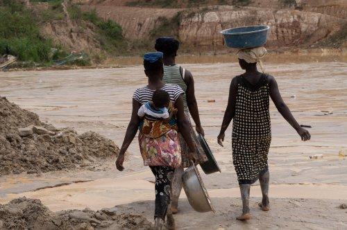 Betere verdeling van zorgtaken dankzij Funding Leadership and Opportunities for Women (FLOW)