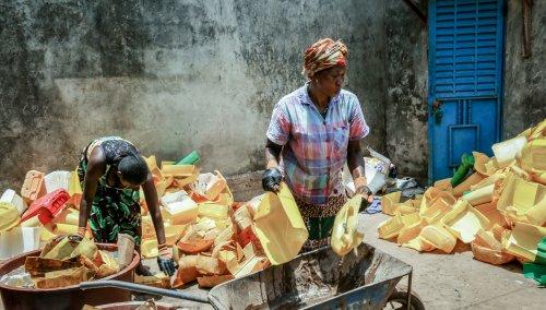 Recycling van plastic in Guinee
